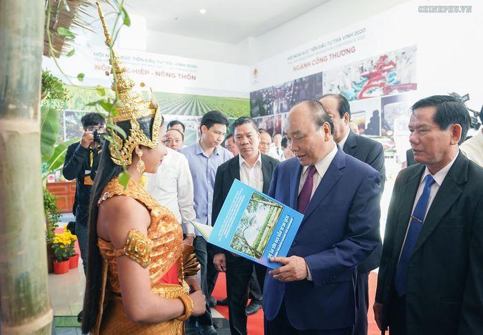Thủ tướng dự Hội nghị xúc tiến đầu tư tỉnh Trà Vinh. Ảnh: VGP/Quang Hiếu