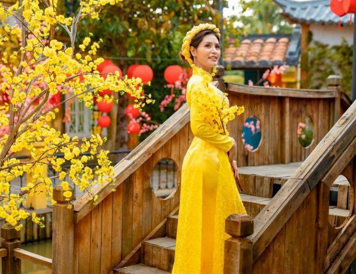 Hoa hậu Di Khả Hân dành tặng ba mẹ một mùa 'Tết Đủ Đầy' và hạnh phúc