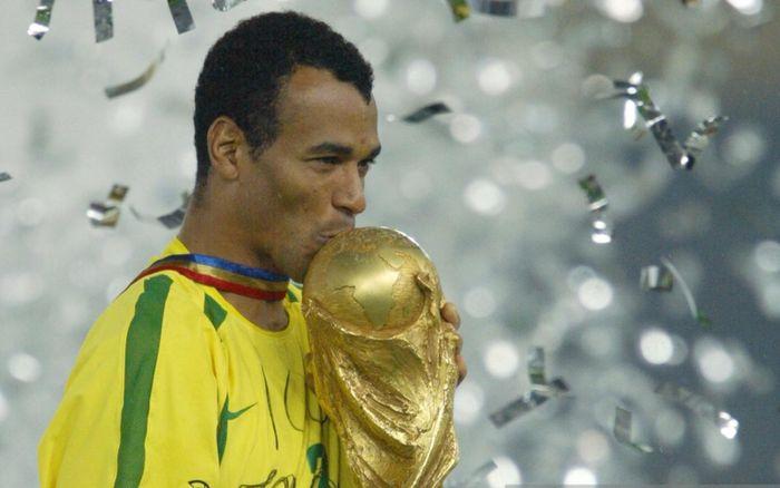 CR7 bị gạch tên khỏi đội hình hay nhất lịch sử bóng đá của Ronaldo 'béo'