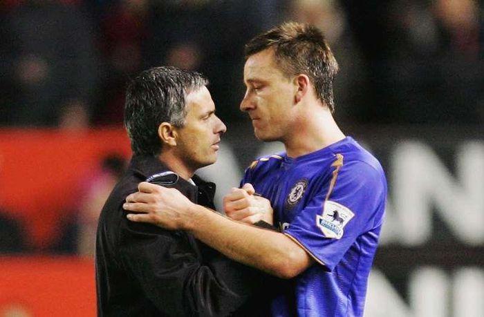 Cầu thủ nào của Chelsea khóc khi Mourinho bị sa thải?