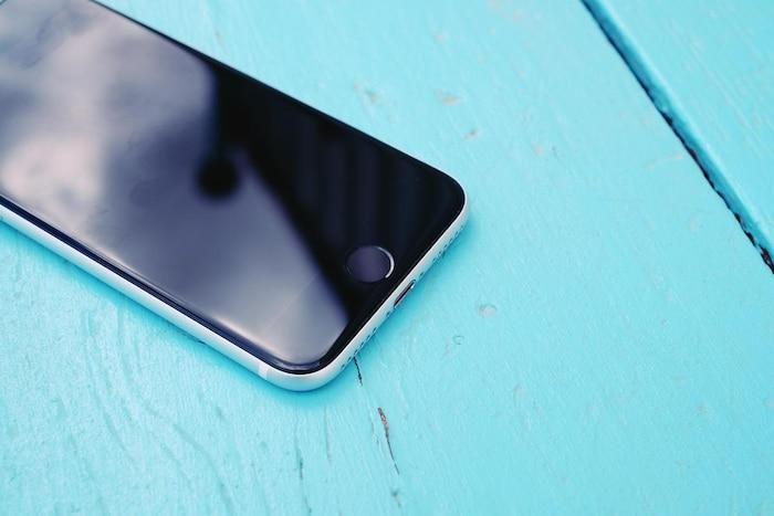 Bị chê đủ bề, iPhone SE 2020 vẫn được nhiều người Trung Quốc săn đón