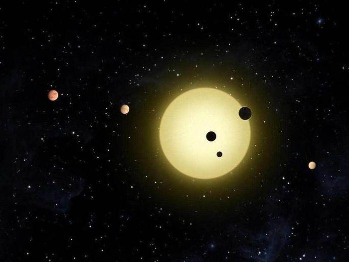 Phát hiện 'trái đất nhảy múa' khổng lồ bên 4 hành tinh khí