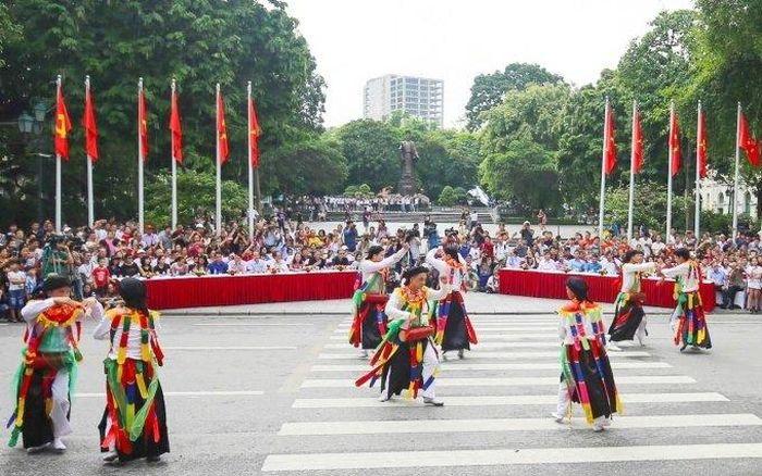 Không gian đi bộ trên quận Hoàn Kiếm mở cửa lại từ ngày 15-5
