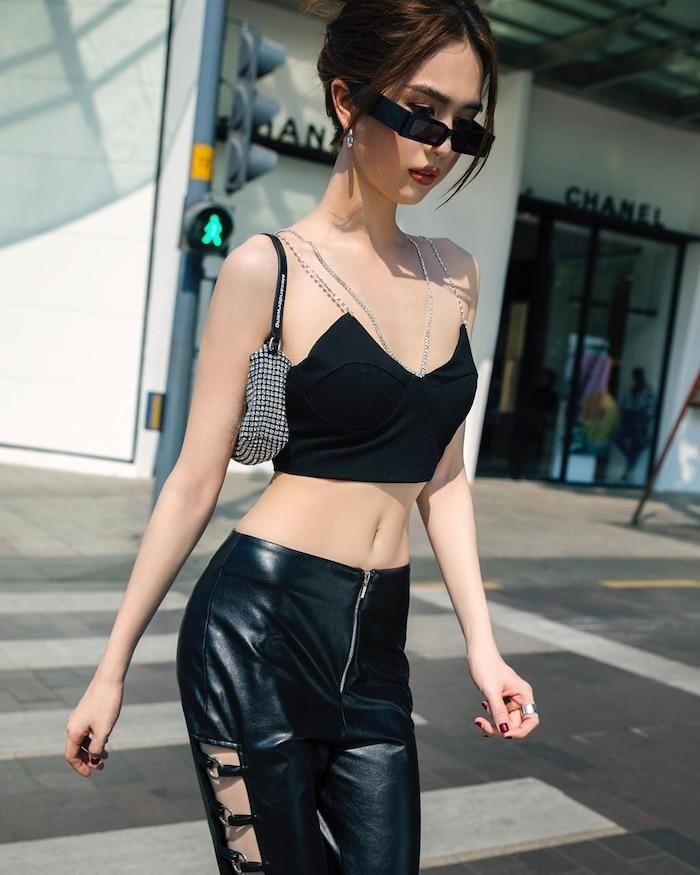 Ngọc Trinh nhanh chóng 'bắt trend' đeo kính cho eo khiến nhiều ...