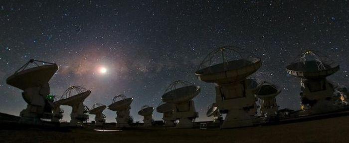 Siêu hố đen đang 'nháy mắt' với Trái Đất