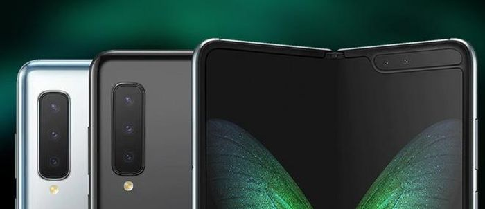 Mức giá của Galaxy Fold Lite tiếp tục được Max Weinbach - một leaker đặt ở mức $ 1,099
