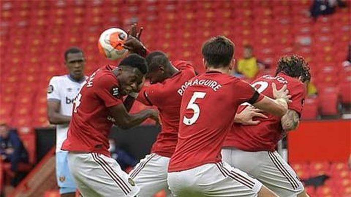 Bộ đôi huyền thoại M.U chửi thẳng mặt Pogba sau khi khiến đội nhà bị thủng lưới 2