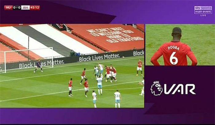 Bộ đôi huyền thoại M.U chửi thẳng mặt Pogba sau khi khiến đội nhà bị thủng lưới 5