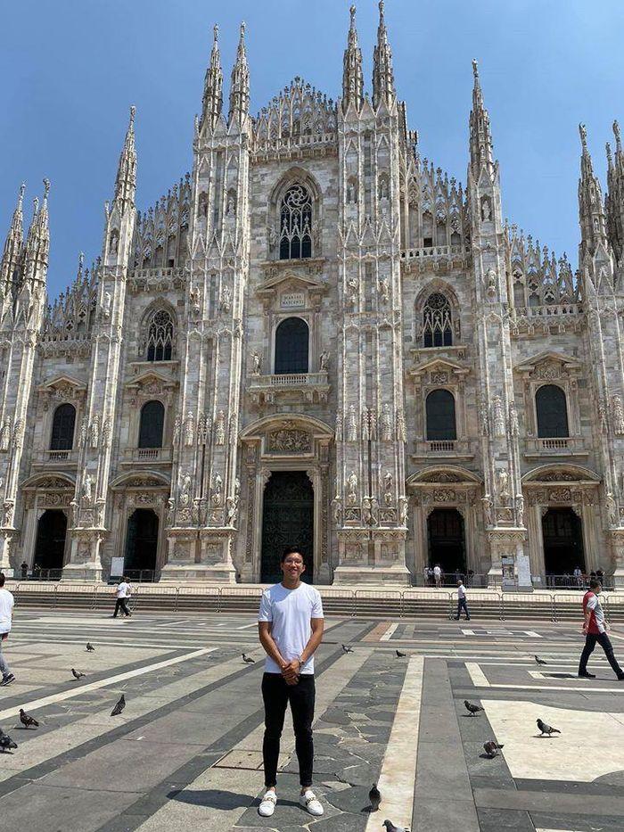 Chùm ảnh Đoàn Văn Hậu khoe áo đấu tại Juventus - ảnh 3