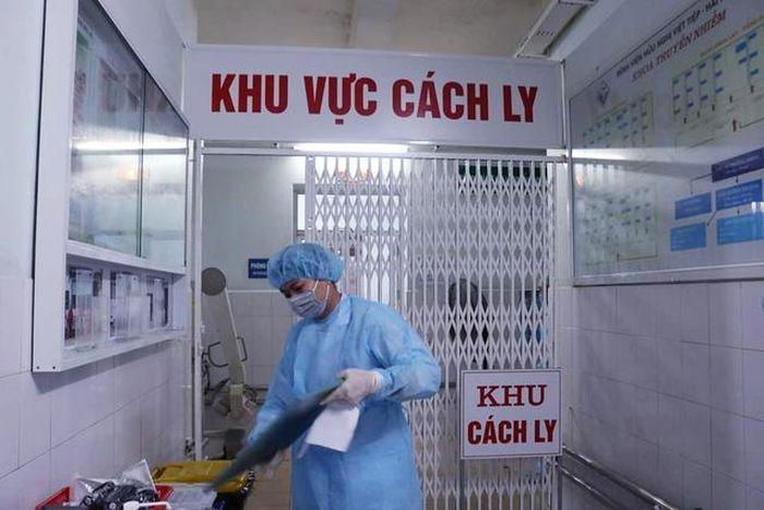 Thêm 4 trường hợp mắc COVID-19, Việt Nam có 590 ca bệnh