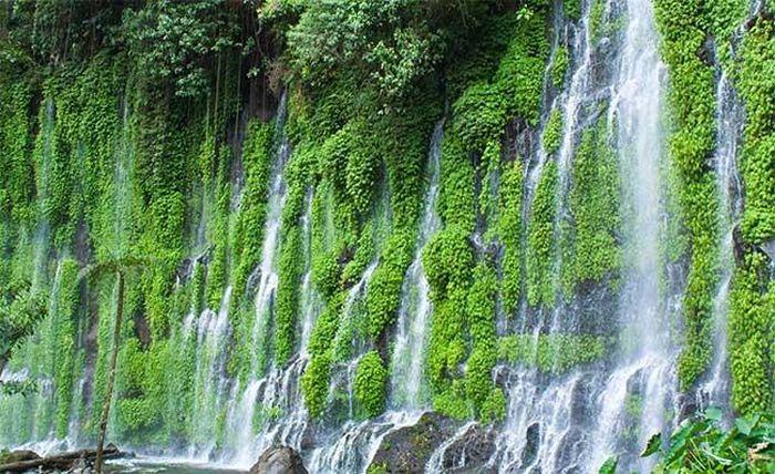 Thác máu kinh dị và những thác nước kỳ lạ nhất thế giới - ảnh 9.