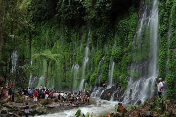 Thác máu kinh dị và những thác nước kỳ lạ nhất thế giới - ảnh 10.