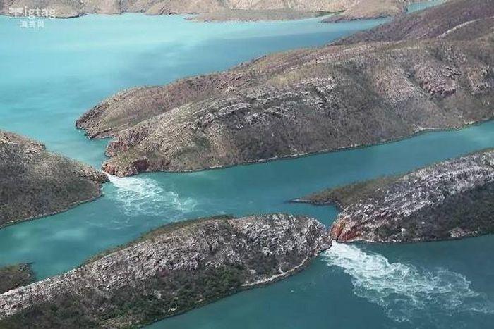 Thác máu kinh dị và những thác nước kỳ lạ nhất thế giới - ảnh 6.