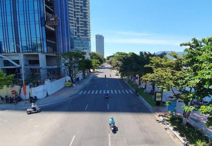 Đường phố Đà Nẵng vắng vẻ trong những ngày cách ly xã hội phòng chống d.ịch COVID-19. Ảnh: TẤN VIỆT
