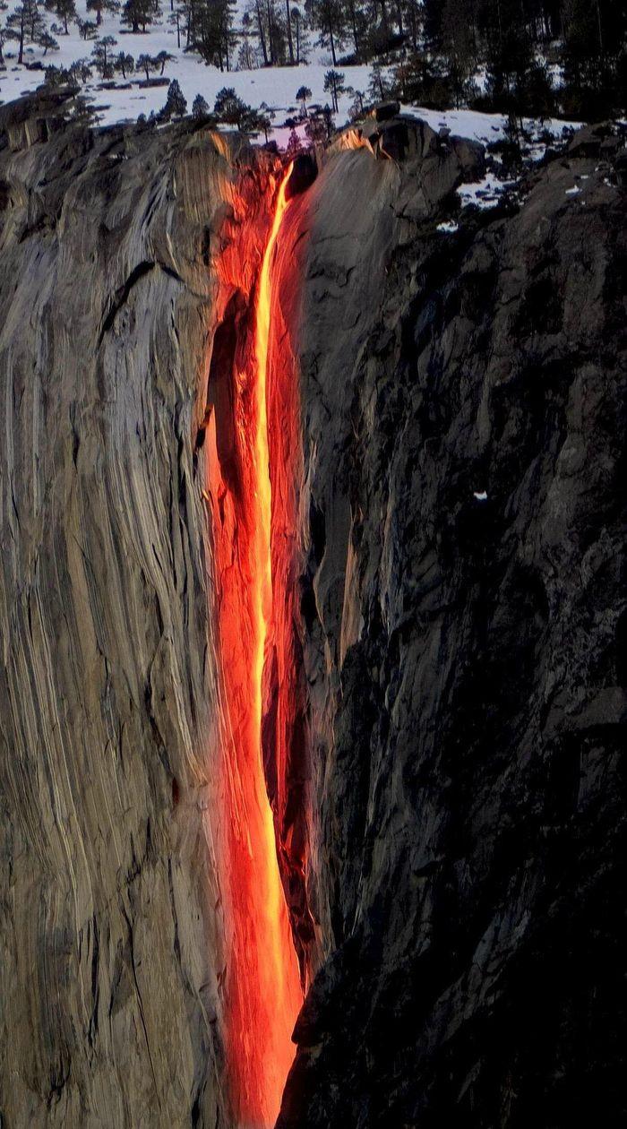 Chùm ảnh: Ngắm hiện tượng 'thác lửa' cực hiếm gặp ở Mỹ - ảnh 8.