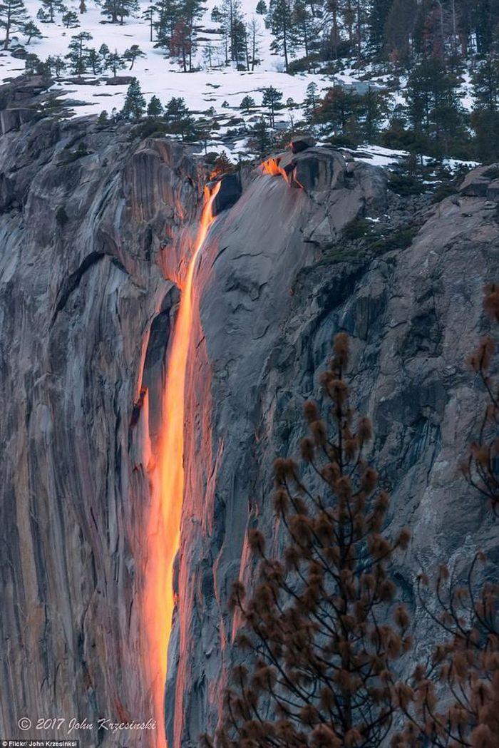 Chùm ảnh: Ngắm hiện tượng 'thác lửa' cực hiếm gặp ở Mỹ - ảnh 4.