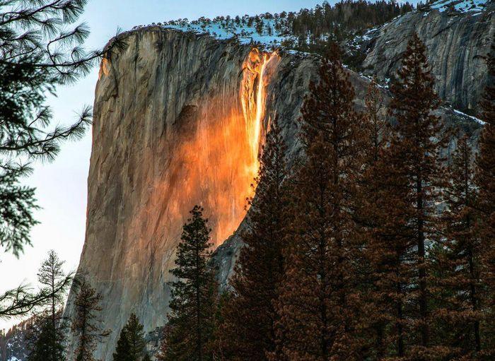 Chùm ảnh: Ngắm hiện tượng 'thác lửa' cực hiếm gặp ở Mỹ - ảnh 9.