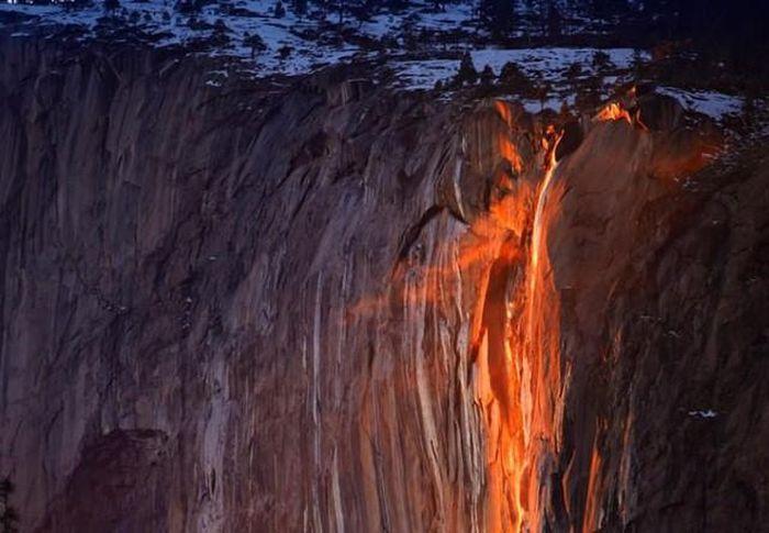 Chùm ảnh: Ngắm hiện tượng 'thác lửa' cực hiếm gặp ở Mỹ - ảnh 5.