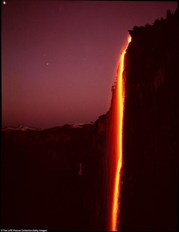 Chùm ảnh: Ngắm hiện tượng 'thác lửa' cực hiếm gặp ở Mỹ - ảnh 2.