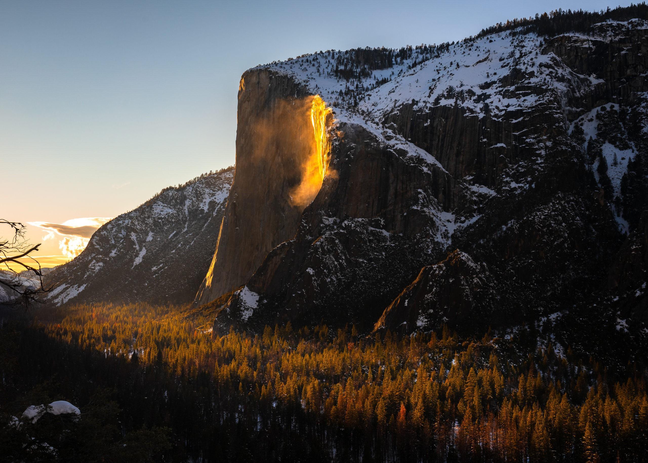 Chùm ảnh: Ngắm hiện tượng 'thác lửa' cực hiếm gặp ở Mỹ - ảnh 7.