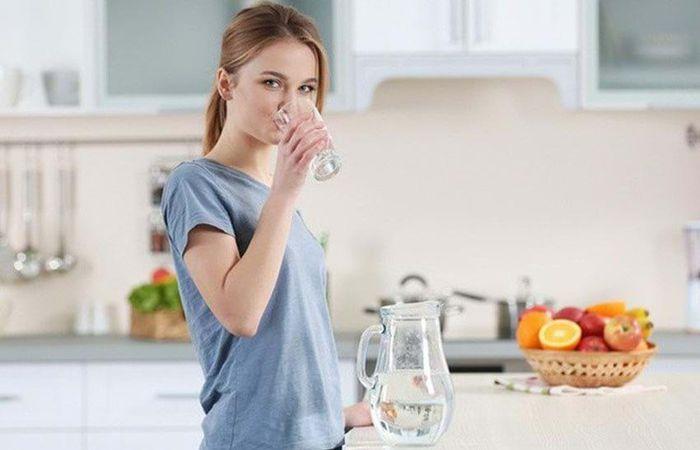 Lợi ích của uống nước khi bụng đói - ảnh 2.