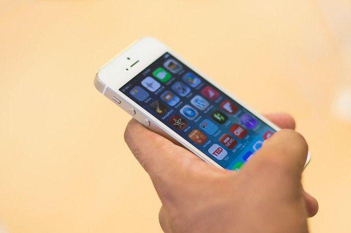 Những chiếc iPhone giá trăm triệu khi về Việt Nam đầu tiên