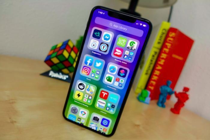 Vì sao iPhone xuất hiện chấm tròn màu cam và màu xanh sau khi cập nhật iOS 14?