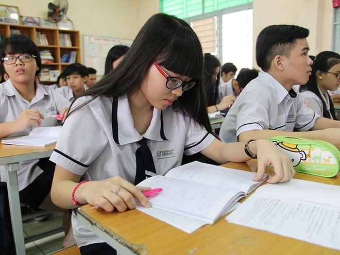 Thông tư 26 'cởi trói' cho học sinh và giáo viên
