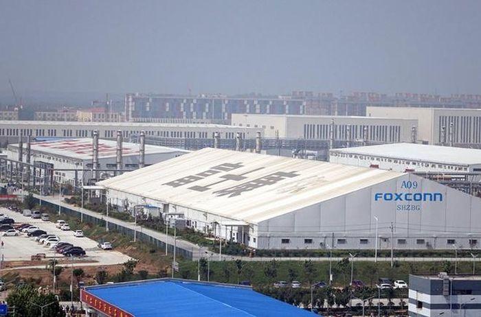 Không có ngày nghỉ tại nhà máy lắp ráp iPhone 12 ở Trung Quốc