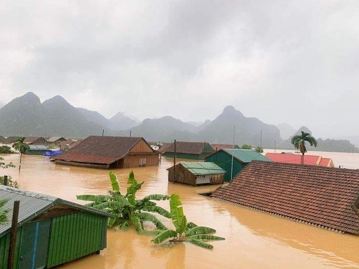 Lũ nhấn chìm nhiều ngôi làng ở miền Trung, giao thông chia cắt - Báo- Chuyên Trang Đời Sống Plus