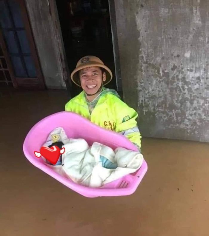 Cả đêm мấᴛ ngủ vì nghĩ đến cảnh bà con lụt lội, Thủy Tiên quyết định cầm 1 tỷ đến miền Trung cứʊ ᴛʀợ!