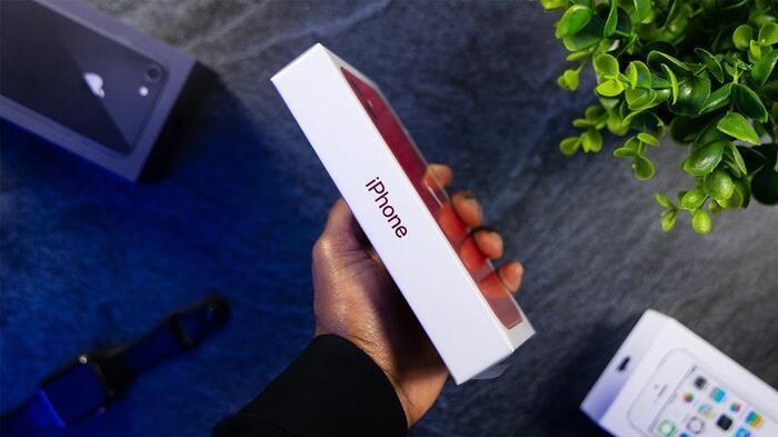 Khi nào iPhone cũ ở Việt Nam sẽ không bán kèm củ sạc, tai nghe?