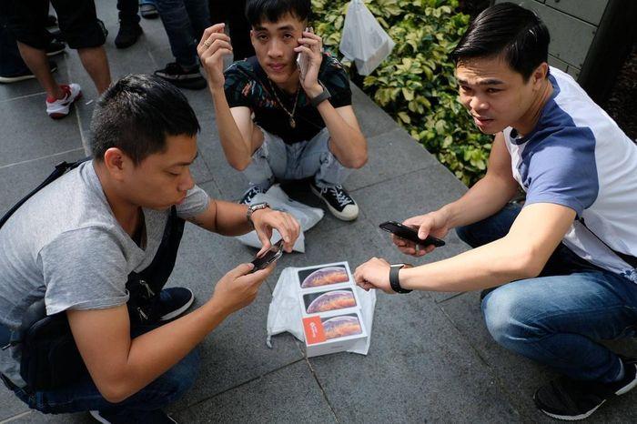'Tôi từ bỏ cuộc chơi iPhone 12 xách tay'