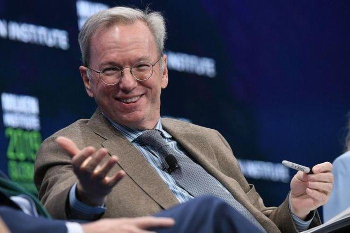 Cựu CEO Google: Mạng xã hội là chiếc loa cho kẻ ngốc