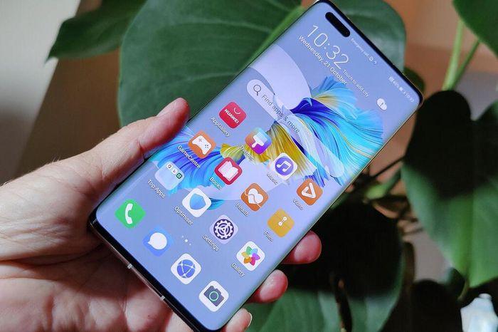 TT Trump biến smartphone của Huawei thành hàng hiếm