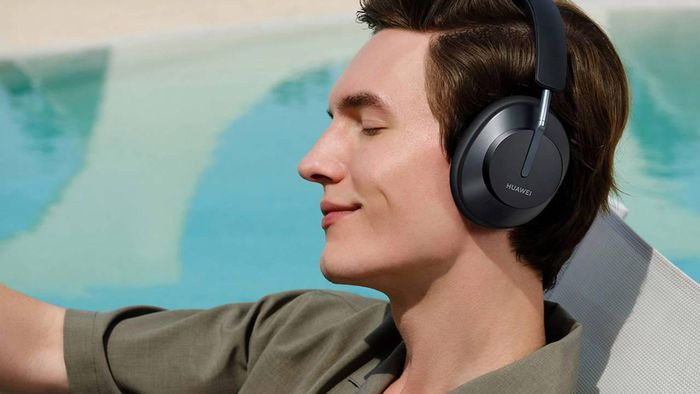 Kính phát nhạc, tai nghe chuẩn studio, smart watch phong cách Porsche Design: món nào cho bạn?