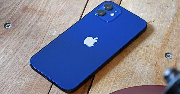 Buốt ruột nhìn những màn 'tra tấn' iPhone 12 khủng khiếp