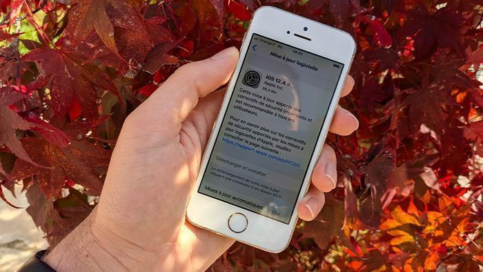 Tin vui cho người dùng iPhone cũ: Apple tung iOS 12.4.9 cho iPhone 5s, 6 để sửa lỗi bảo mật nghiêm trọng