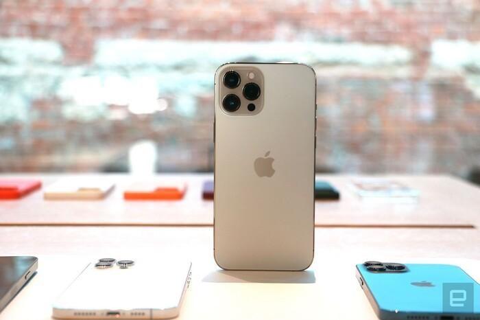 Đây là iPhone 12 Pro Max: Smartphone 'siêu to, khổng lồ' nhất lịch sử Apple