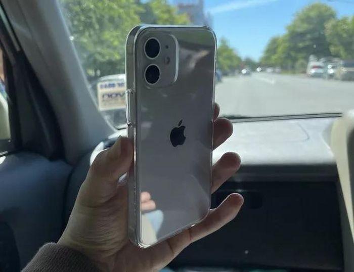 IPhone 12 mini và iPhone 12 Pro Max đã đến tay người dùng