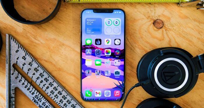IPhone 12 Pro Max loạn giá ngày đầu về VN, chênh nhau cả chục triệu đồng