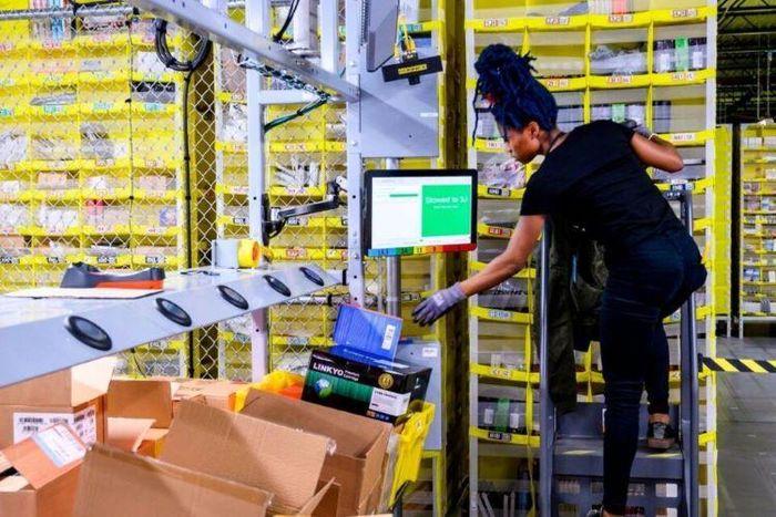Nhân viên Amazon lấy cắp hàng trăm chiếc iPhone 12