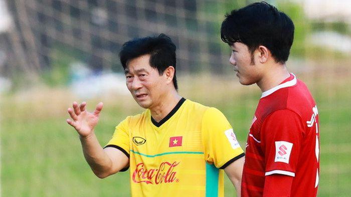 Trợ lý HLV Park Hang-seo: Có những tuyển thủ gọi tôi là 'cha'