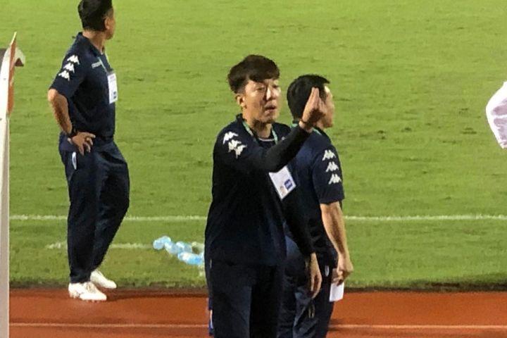 Trợ lý HLV Chung bị phạt 10 triệu đồng vì hành vi kích động - Zing ...