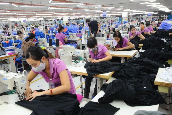 Xuất khẩu dệt may, da giày tăng tốc tháng đầu năm