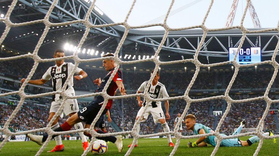 Ronaldo đạt mốc 400 bàn nhưng Juventus đứt mạch toàn thắng