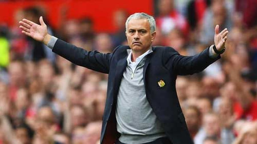 HLV Mourinho mạnh dạn hứa với CĐV Man Utd trước thềm derby Manchester