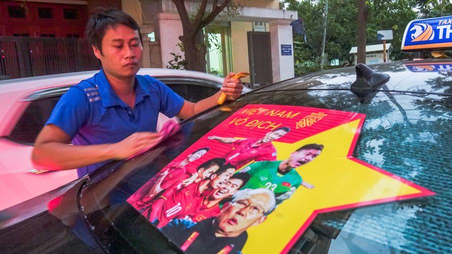 Dán decal ôtô miễn phí cổ vũ đội tuyển Việt Nam